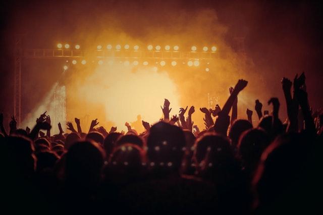 איך למצוא כרטיסים מוזלים לאירועי מוזיקה